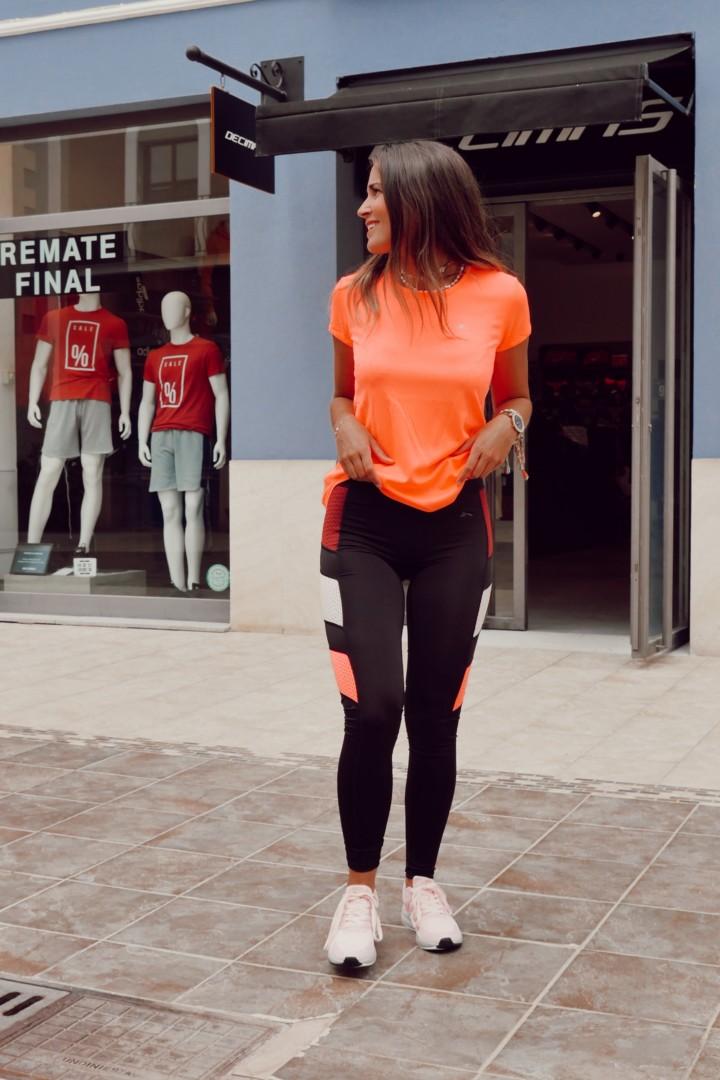 Mallas y camiseta, un look perfecto para hacer deporte