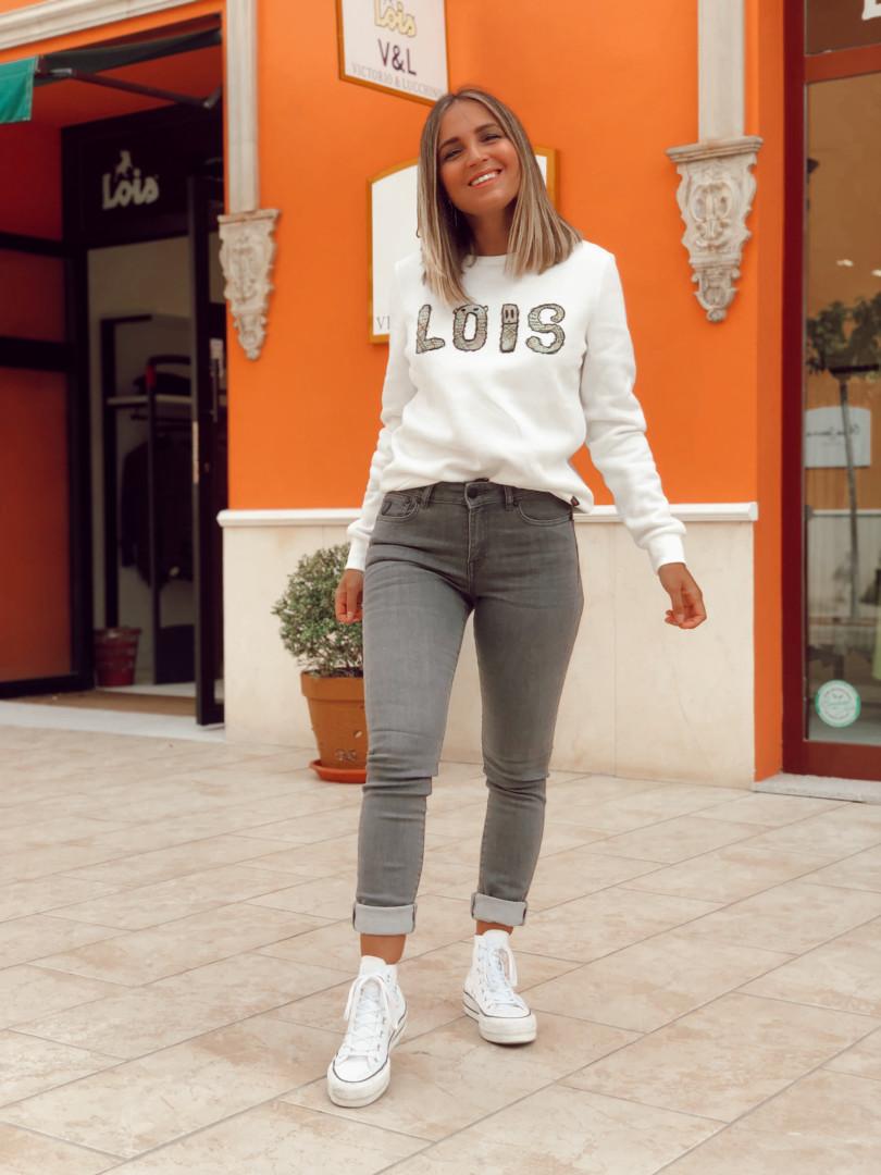 Jeans y camiseta de Lois