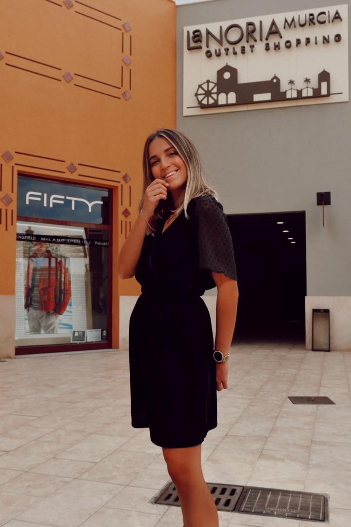 Vestido en color negro de terciopelo