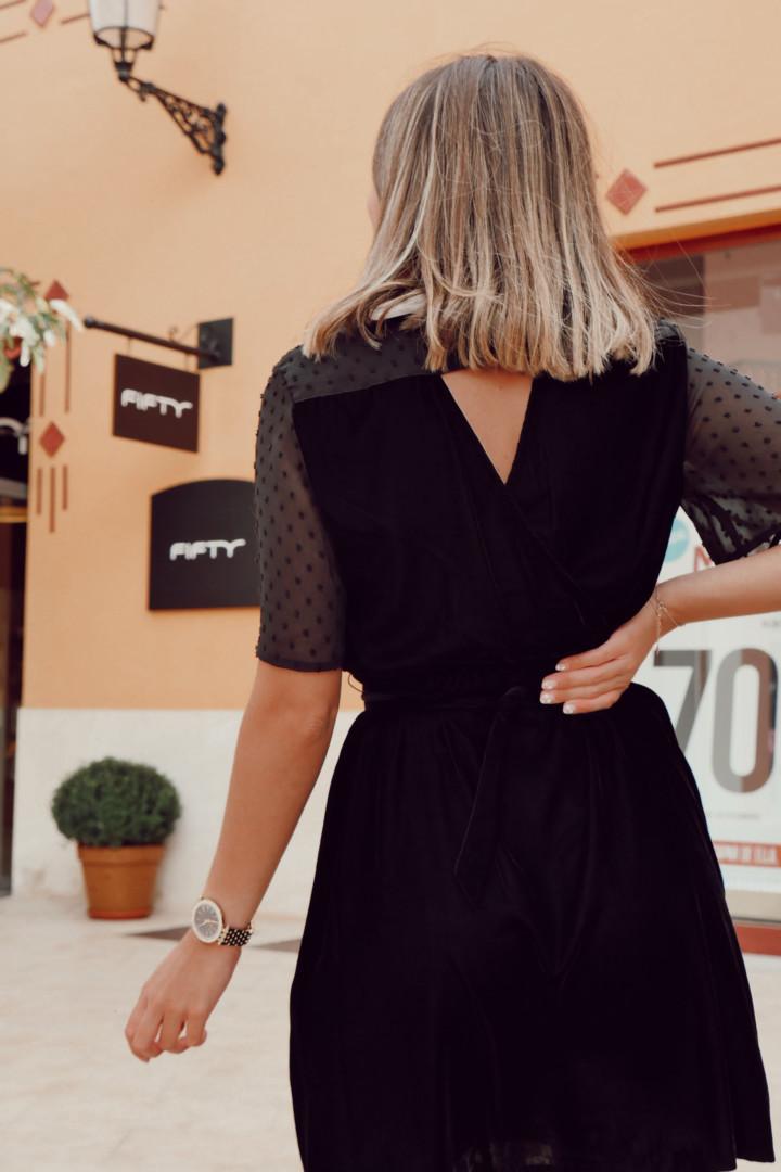 Vestido de terciopelo en color negro
