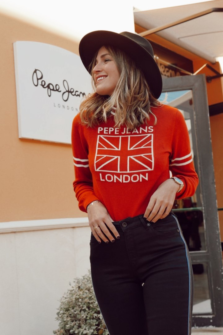 Este jersey rojo es una de las prendas de abrigo que te recomendamos